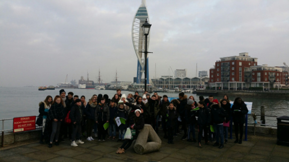 Le groupe devant la Spinnaker Tower, Portsmouth